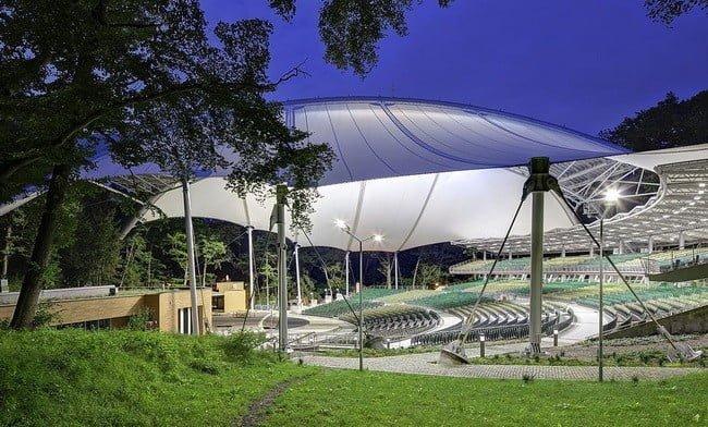 Desain Tenda Atap Membrane Jenis PTFE